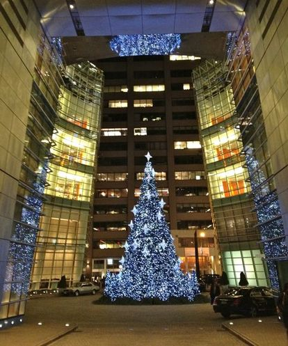 xmas tree at bloomberg building